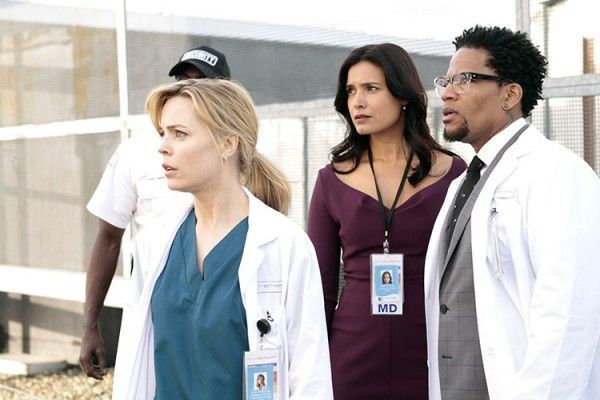 """HEARTBEAT -- """"Pilot"""" -- Pictured:(l-r) Melissa George as Dr. Alex Panttiere, Shelley Conn as Millicent Silvano, D.L. Hughley as Hackett -- (Photo by: Michelle Faye/NBC)"""